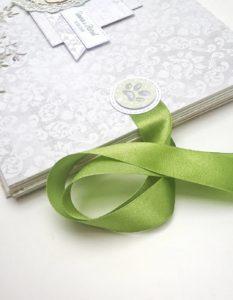 Album ręcznie robiony wiązany zieloną wstążką