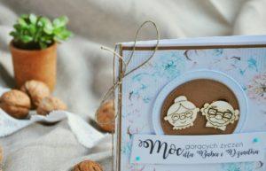 Kartka dla Babci i Dziadka z ozdobnymi elementami i sznureczkiem